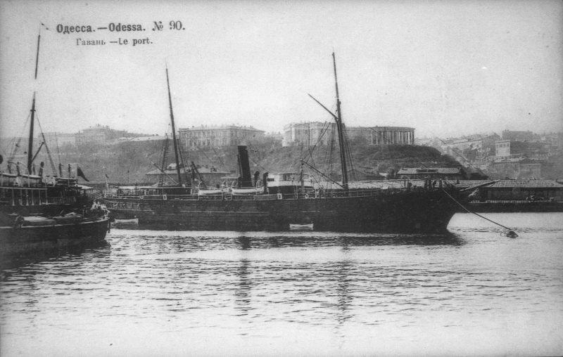 Пароход в порту Одессы