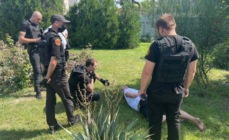 В один из сельсоветов Одесской области ворвался неизвестный с ножом (фото, видео)