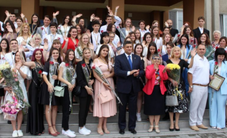 Выпускники Измаила собрали большой урожай медалей