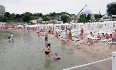 Одесситам и гостям города рекомендуют временно воздержаться от купания в море