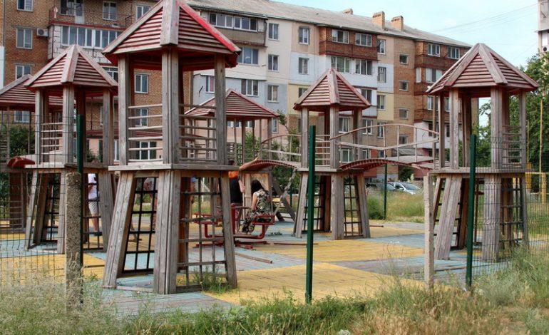 Детскую аварийную площадку в Белгороде-Днестровском демонтировали