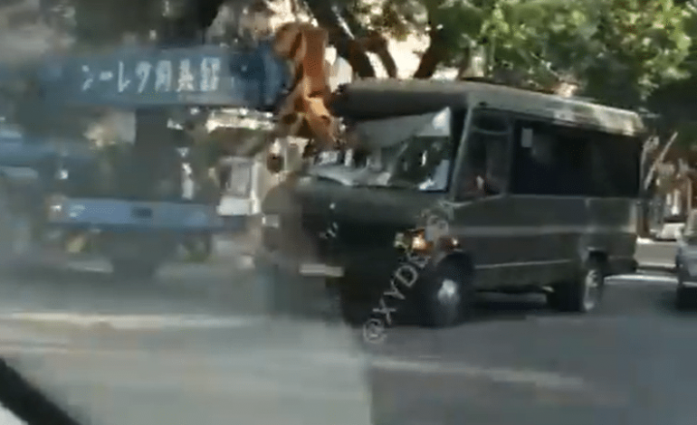 Утреннее ДТП в Одессе: маршрутка врезалась в автокран