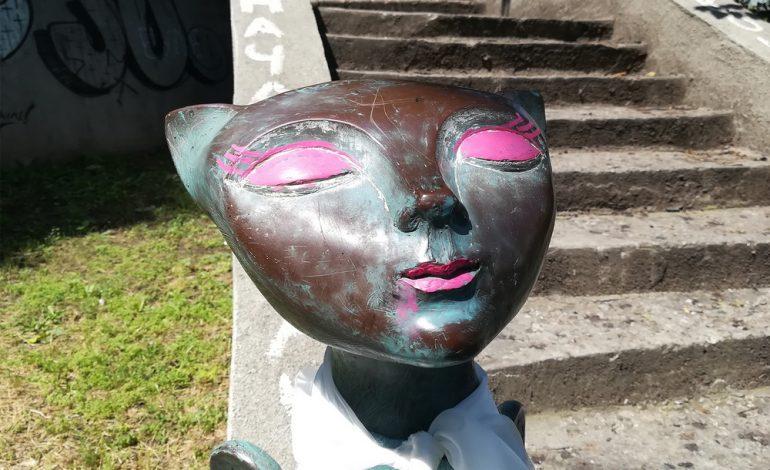Популярная одесская скульптура кота приобрела необычный вид (фото)