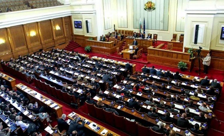 В Болгарии на первом заседании парламента избрали нового спикера и его замов