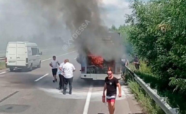 В Одесской области загорелся автобус с пассажирами