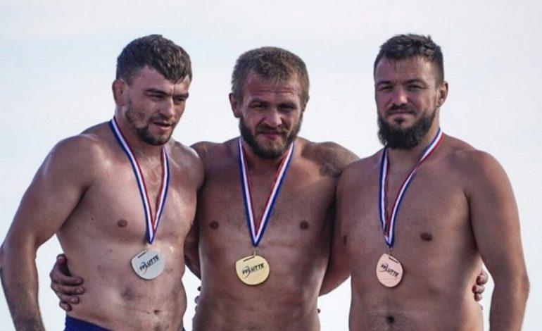 Уроженец Болградского района завоевал серебро по пляжной борьбе во Франции
