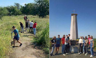 В Болграде волонтеры привели в порядок территорию вокруг 180-летнего памятника
