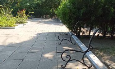 В Килии вандалы разобрали лавочки в местном сквере (фото)