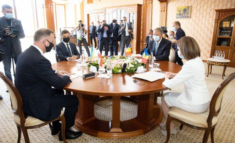 Зеленский призвал соседей и страны ЕС поддержать «Ассоциированное трио»