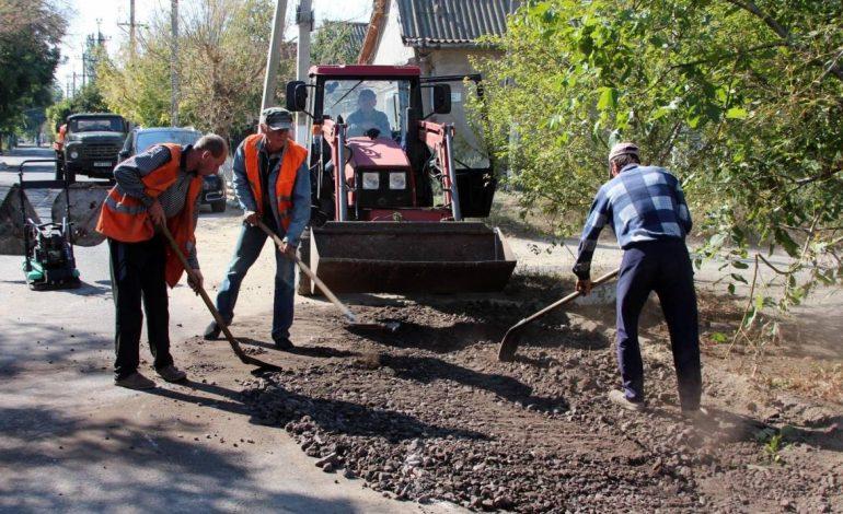 Проблемное дорожное полотно в Белгороде-Днестровском начали восстанавливать