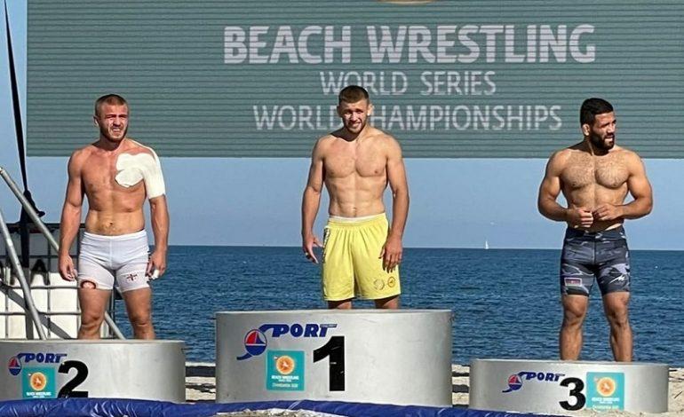 Борец из Бессарабии завоевал титул  чемпиона мира по пляжной борьбе