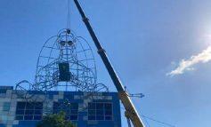 Скульптуру ангела с мобильным демонтировали с крыши одесского Стальканата