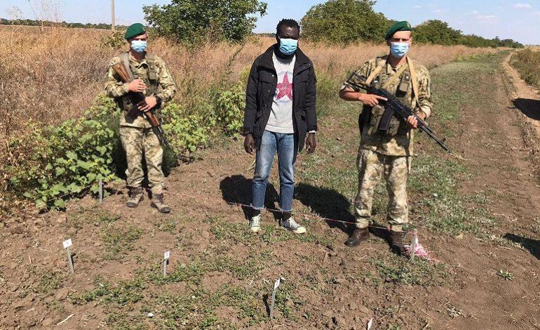 В поисках лучшей жизни: на границе в Болградском районе задержали гражданина Гамбии