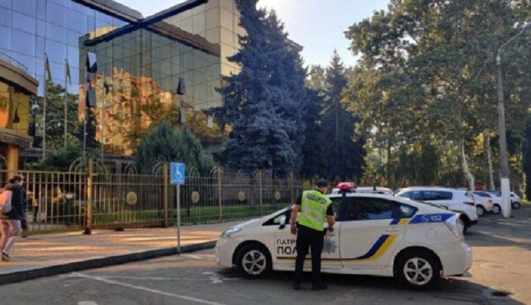 В Одессе угрожают подорвать три суда