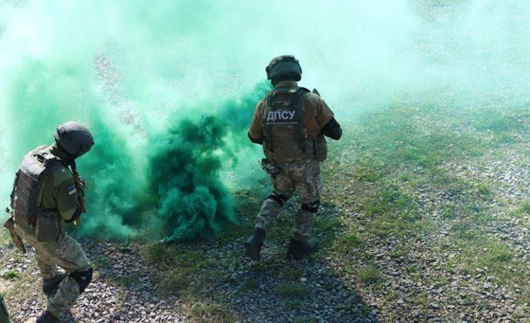 Пограничники взяли под контроль участок границы в рамках военных учений (фото)