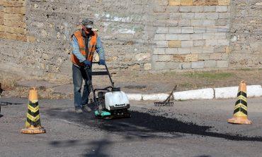 Дорожные работы с помощью нового оборудования проводят в Белгороде-Днестровском